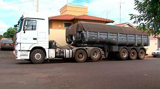 Dono e funcionários de mercado de Ribeirão Preto são presos suspeitos de roubar caminhão de carga